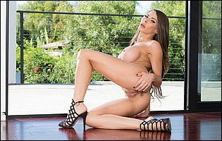 Madison Ivy in sexy bra, panties and heels loves showing her perfect body