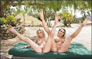 Sexy blondes Kagney Linn Karter and Rachel Roxxx posing nude outdoor