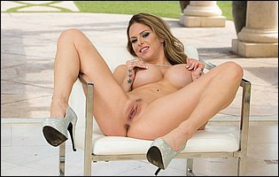 Rachel Roxxx in high heels likes teasing with awesome body