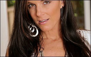Gorgeous brunette India Summer toying her vagina