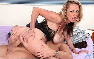 Classy MILF Cassy Torri in black lingerie and sexy nylons getting fucked