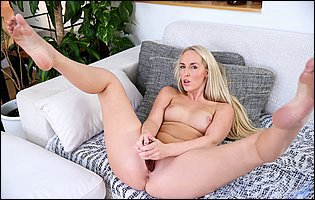 Jenny Simmons sticks a dildo in her tight vagina