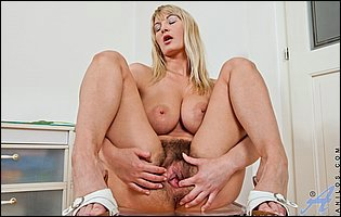 Vanessa Sweets plays with her hairy vagina