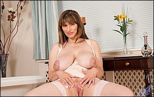 Busty mature mom Joephine James in fishnet stockings loves teasing