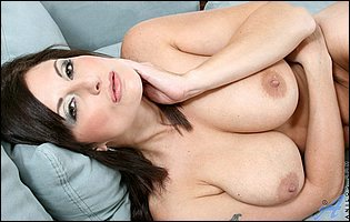 Gorgeous brunette MILF Lola Lynn teasing with hot nude body