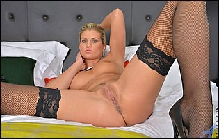 Samantha Snow in sexy lingerie and black stockings loves showing her body