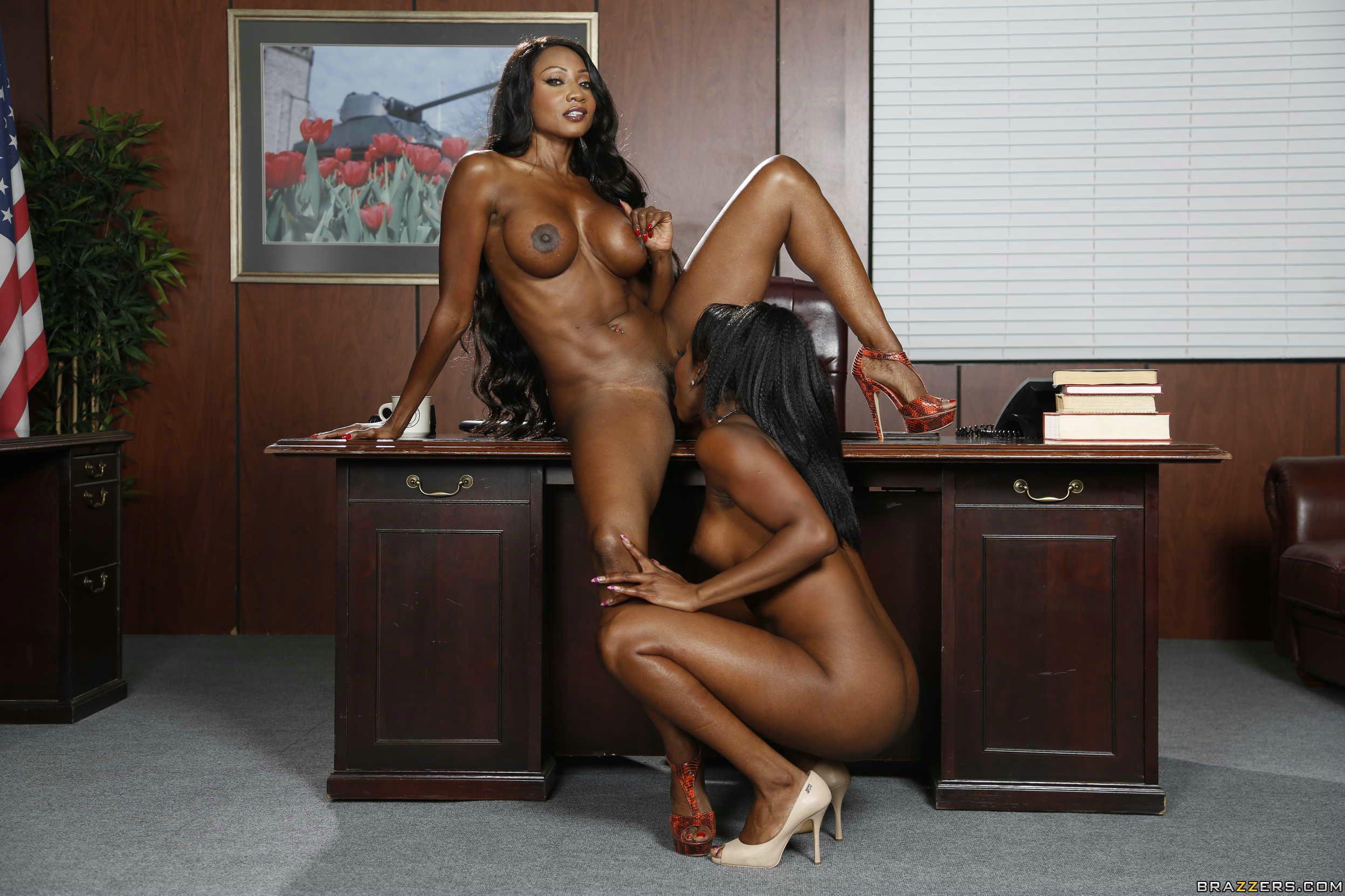 Voluptuous black women nude models