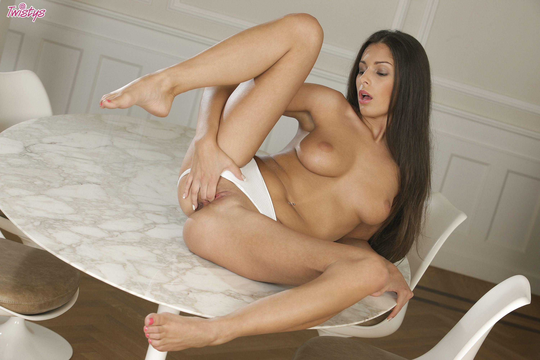 Lia taylor nude in latoni
