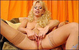 Lusty mature slut Merilyn in sexy nylons playing with her pussy