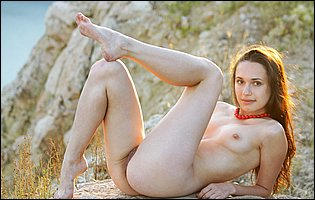 Cute beauty Ilona B loves posing naked outdoor