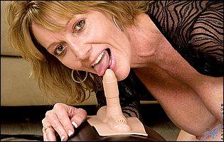 Gorgeous mature blonde Samantha Stone riding a sybian