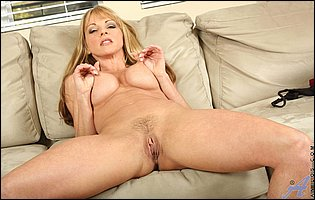 Mature beauty Shayla Laveaux teasing with hot body