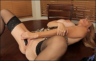 Totally Tabitha in leopard lingerie, black stockings and high heels dildofucks her vagina