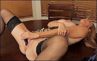 Totally Tabitha in leopard lingerie, black stockings and high heels dildofucks her vagina
