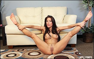 Alexa Nicole spreads legs and playing with a pink dildo