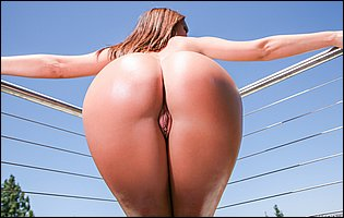 Bikini girl Jada Stevens likes showing her tight body on balcony