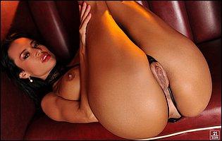 Lusty brunette Franceska Jaimes in sexy black lngerie and heels likes teasing