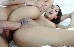 Chloe Amour loves big cock deep in her twat and takes a facialt