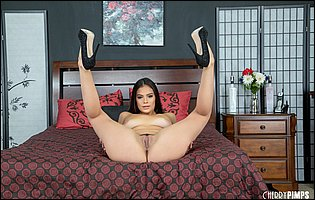 Violet Starr in black high heels loves showing her body