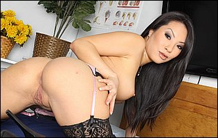 Asa Akira reveals tight body