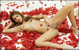 Beautiful blonde Uma Jolie loves posing nude