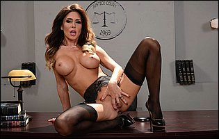 Hot judge Jessica Jaymes loves showing off her awesome body